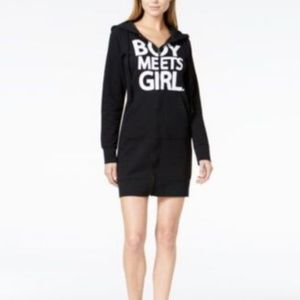 BOY MEETS GIRL. Graphic Hoodie Dress Black XS